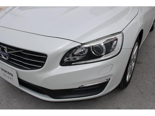 先行車や対向車が眩しくないように、ハイビームの照射範囲を自動制御します。