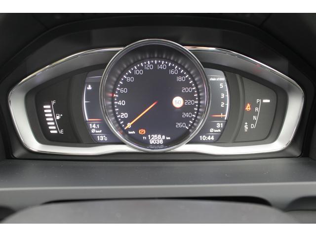 メーターパネルには平均燃費や平均速度などの様々な情報が表示されます。メーターのテーマも3パターンの中から、自分にあったものをお選びいただけます。