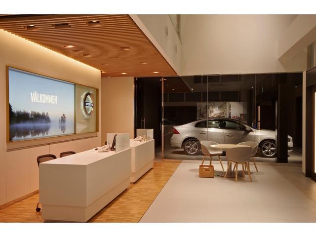 ショールームのエントランス。空間設計のこだわりをここからすでに感じることができます。