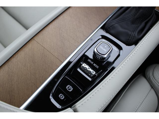 T6 AWD インスクリプション 電動ガラスサンルーフ B&Wプレミアム・サウンド マッサージ・ベンチレーション機能付きレザーシート ボルボ・センサス・ナビゲーションシステム(19枚目)