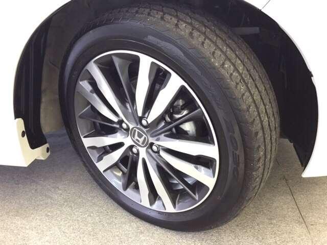 ご覧のとおりタイヤの残り溝もたっぷりあります。