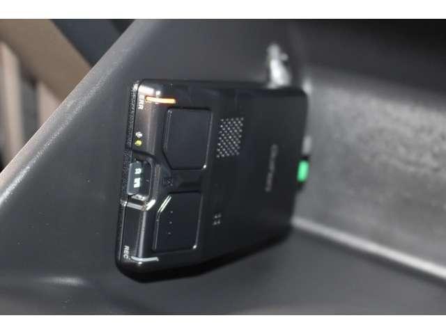 【ドライブレコーダー】万が一の事故にあった場合でも、ドライブレコーダーがその瞬間の映像を記録しています!フロントとリアに装備されています。