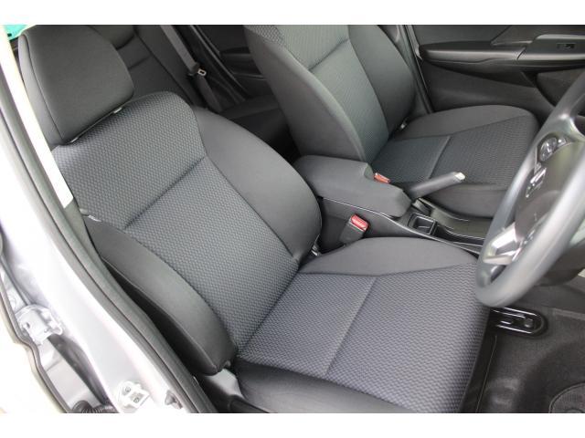 ドライバーズシートは運転中のホールドとストレス軽減を持たせています。