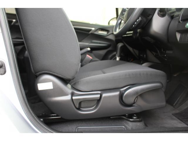 運転席シートアジャスター装備。