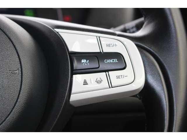【アダプティブ・クルーズ・コントロール】予め設定した車速内でクルマが自動的に加減速。前走車との適切な車間距離を維持しながら追従走行し、高速道路でのドライバーの疲労を軽減してくれる嬉しい嬉しい機能付♪