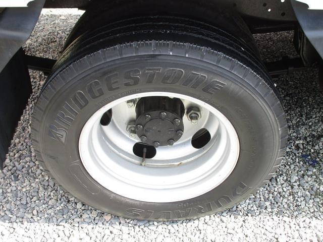 ベースグレード 標準キャブ アイドリングストップ 4ナンバー 新免許対応総重量5トン未満車 ディーゼルターボ キーレス リアWタイヤ 木製 上面鉄板張り 1.5t積(4枚目)