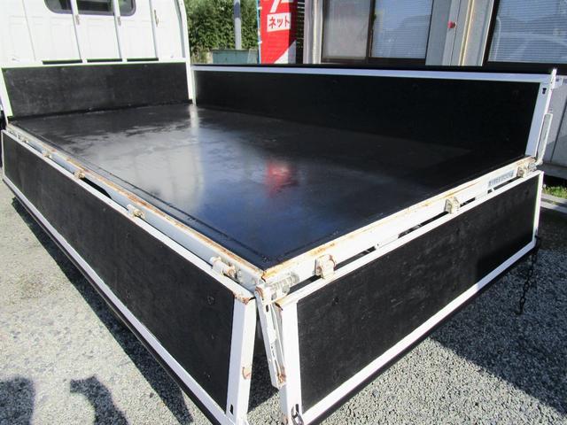 ベースグレード 標準キャブ アイドリングストップ 4ナンバー 新免許対応総重量5トン未満車 ディーゼルターボ キーレス リアWタイヤ 木製 上面鉄板張り 1.5t積(20枚目)
