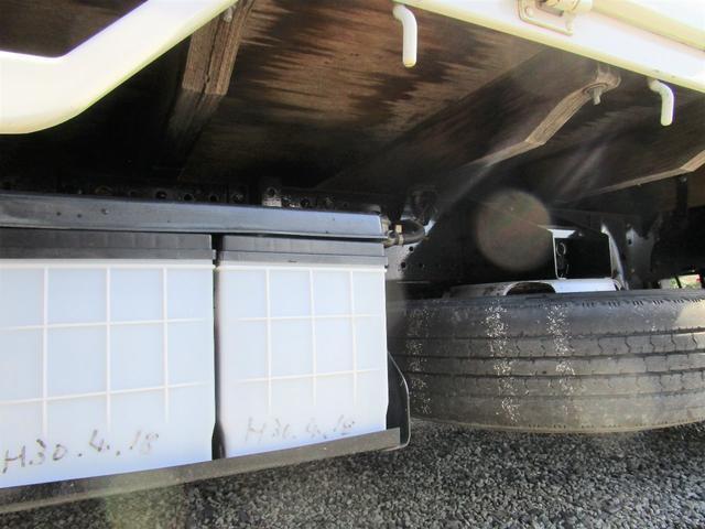 ベースグレード 標準キャブ アイドリングストップ 4ナンバー 新免許対応総重量5トン未満車 ディーゼルターボ キーレス リアWタイヤ 木製 上面鉄板張り 1.5t積(23枚目)