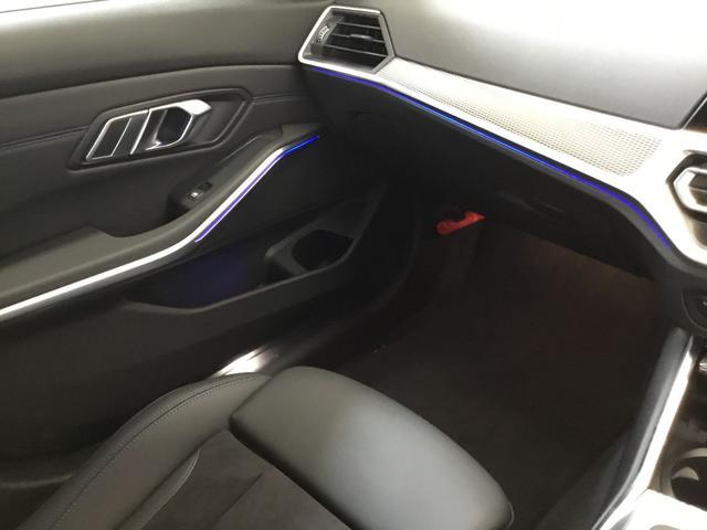 320i Mスポーツ コンフォートパッケージ アクティブクルーズコントロール アンビエントライト リバースアシスト LEDヘッドライト 純正18インチアロイホイール(10枚目)