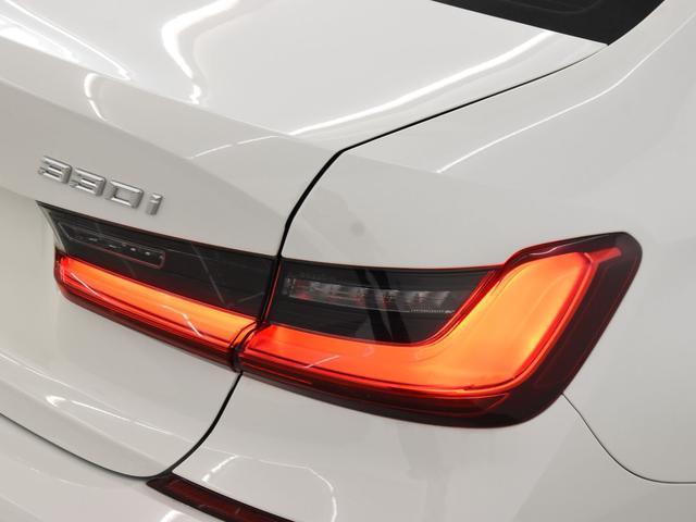 330i Mスポーツ サンルーフ 黒革 BMWレーザーライト オートトランク トップビュー リバーズアシスト シートヒーター ハイビームアシスタント 純正19インチアロイホイール(28枚目)