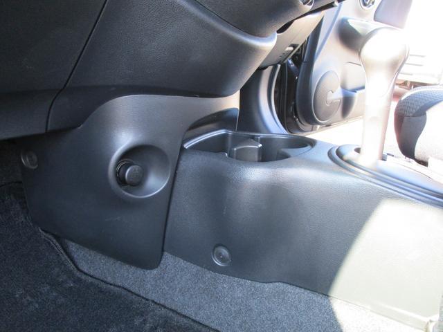 12X エアコン パワステ パワーウインドウ アイドリングストップ スマートキー CDコンポ ABS 両席エアバッグ 盗難防止システム ワンオーナー 禁煙車 スペアキー 間欠調整付フロントワイパー(27枚目)