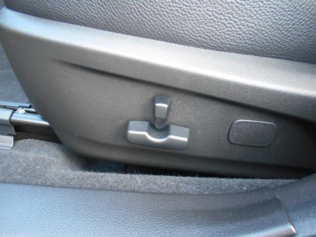 助手席電動シート シートポジションを細かく調整出来ます。基本動作はリクライニング、前後、シートの高さは膝側と腰側の部分で別々に高さ調整が出来ます。電動なので微調整が可能です。