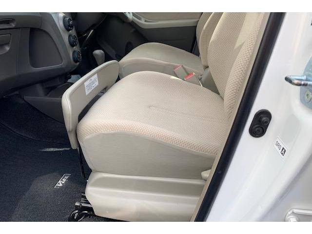 ストッパーがついており、助手席に置いた荷物が前に落ちるのを防ぐことができます