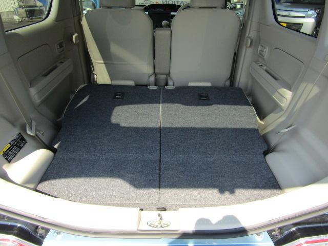 リヤシートは倒してラゲッジルームとして使うことも可能。バックドアの開口部も広いので積み下ろしもしやすいです。