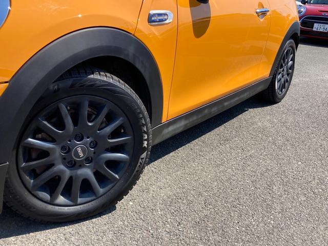クーパーS 純正ナビ&バックカメラ ジョンクーパーワークスステアリング MINIドライビングモード マルチファンクションステアリング ブラックボンネットストライプ タイヤ4本新品 ミラーETC パドルシフト(5枚目)
