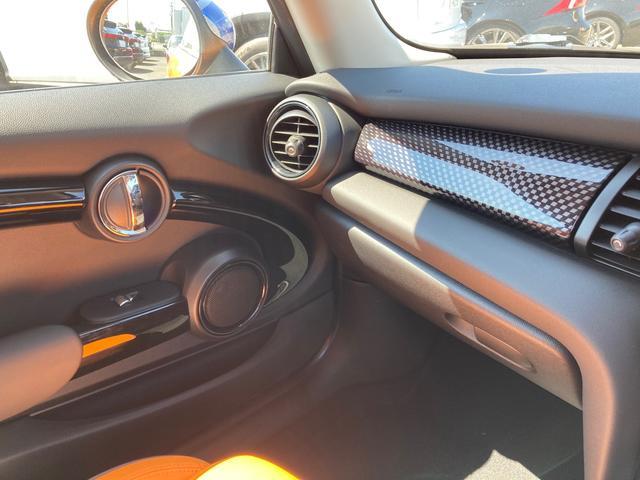クーパーS 純正ナビ&バックカメラ ジョンクーパーワークスステアリング MINIドライビングモード マルチファンクションステアリング ブラックボンネットストライプ タイヤ4本新品 ミラーETC パドルシフト(30枚目)