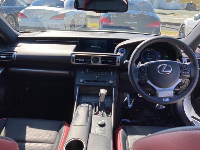 IS300h FスポーツXライン 10周年記念特別仕様車 スピンドルグリル&AW専用ブラック塗装 インテリアカラー(ブラック&スカーレット) Fスポーツ専用本革ステアリング&レッドステッチ 後席サイドエアバッグ 前席ベンチレーション(19枚目)