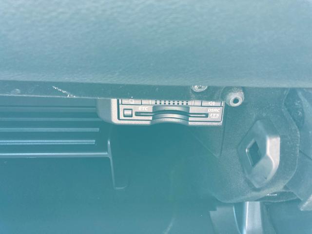 IS300h FスポーツXライン 10周年記念特別仕様車 スピンドルグリル&AW専用ブラック塗装 インテリアカラー(ブラック&スカーレット) Fスポーツ専用本革ステアリング&レッドステッチ 後席サイドエアバッグ 前席ベンチレーション(33枚目)