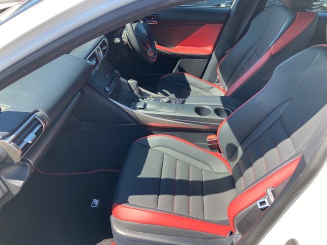 IS300h FスポーツXライン 10周年記念特別仕様車 スピンドルグリル&AW専用ブラック塗装 インテリアカラー(ブラック&スカーレット) Fスポーツ専用本革ステアリング&レッドステッチ 後席サイドエアバッグ 前席ベンチレーション(35枚目)