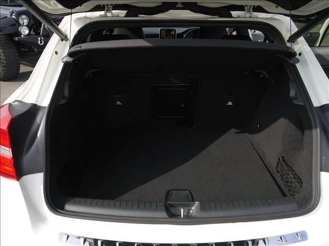 GLA250 4マチック GLA250 4MATIC スポーツAMGエクスクルーシブ バイキセノン レザーパワーシート シートヒーター ナビTV バックカメラ パワーバックドア パドルシフト(17枚目)