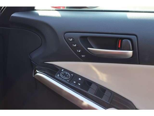 IS300 バージョンL ターボ車 セーフティセンス/衝突軽減 ワンオーナー車 サンルーフ 純正メーカーナビ セミアリニン本革シート 左右シートヒーター 電動チルトハンドル BSM ETC 18インチアルミ(7枚目)