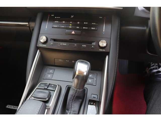 IS300 バージョンL ターボ車 セーフティセンス/衝突軽減 ワンオーナー車 サンルーフ 純正メーカーナビ セミアリニン本革シート 左右シートヒーター 電動チルトハンドル BSM ETC 18インチアルミ(15枚目)
