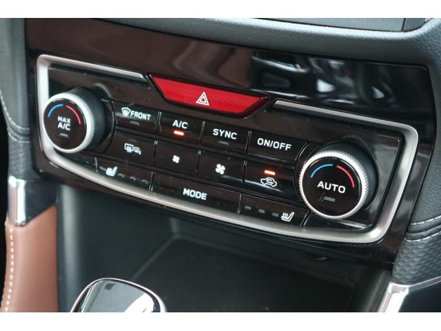 左右独立温度調整機能付 フルオートエアコン装備で快適、運転席・助手席で別々の温度調整が可能です。!!