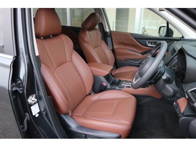 安心感のあるフロントシート、前方をしっかり見渡せる高さと適度なホールド感で疲労を和らげます☆