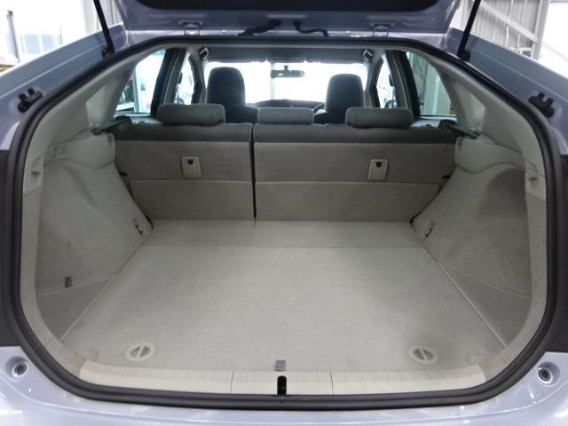 室内が広い車だけに荷室も充分な広さ♪