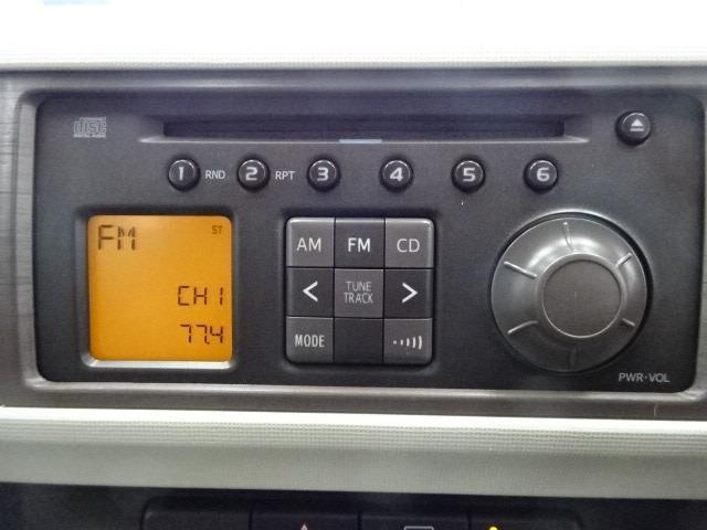 純正CDチューナー装備☆★見た目にもコンソールに収まり操作も簡単です♪