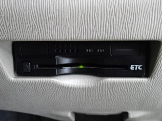 ETCも装備して高速道路走行時に便利ですね♪ ETCカードはぜひトヨタカードで!