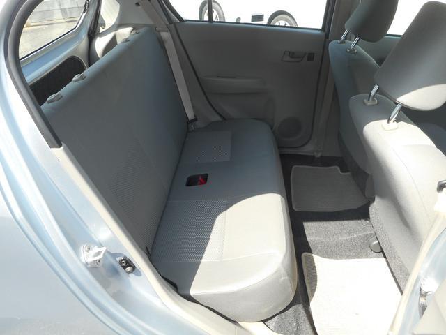 車体はコンパクトですが、大人の方もしっかりと座れるリヤシートです!