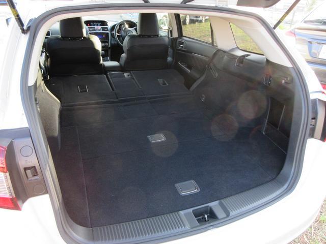 リヤシートを倒せば大きな荷物もしっかりと積載可能です!