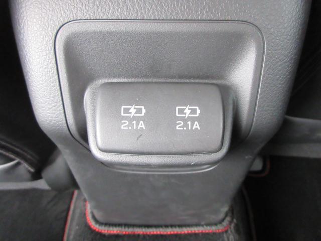 後部座席USBポート