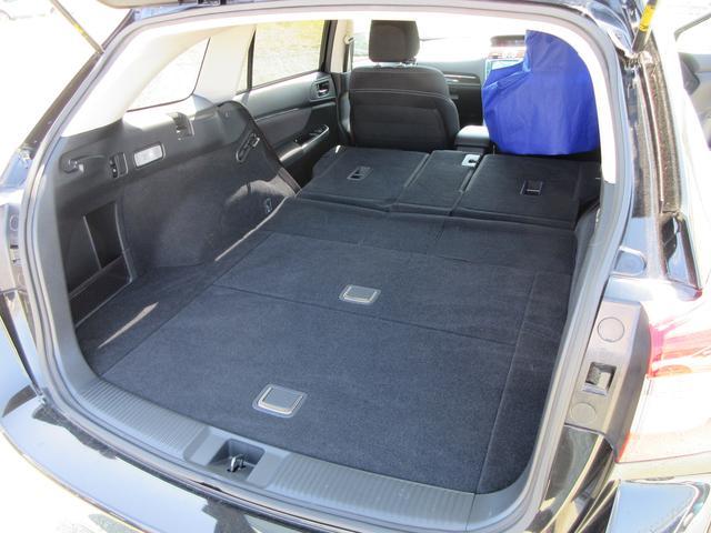 リヤシート背面を倒せば、さらに広く荷室を使えます