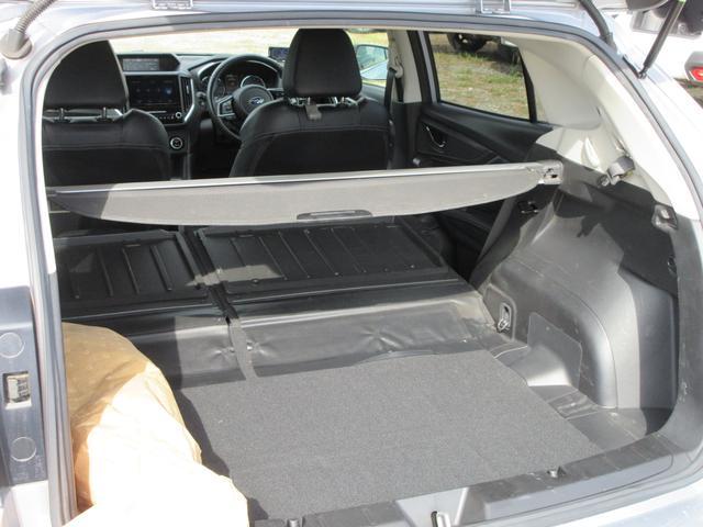 リヤシートを倒せば大きな荷物もしっかりと積載可能です☆トノカバーは取り外し可能です!