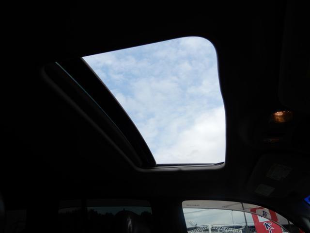 サンルーフついてます!天気が良い日は気持ちの良い風が入ってきますね♪