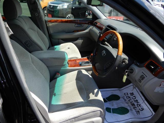 運転席、助手席ともにとても広いです!座って居たくなるほど快適です!