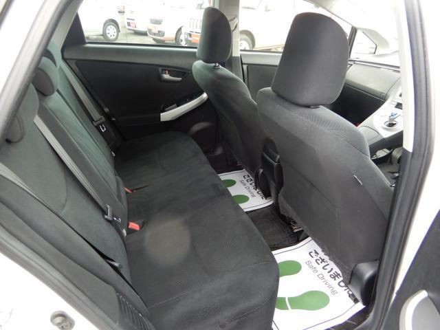 後部座席もユッタリとしたスペースがあり乗り心地もとてもイイです!長距離運転でも疲れにくそうです。