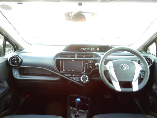 フロントはボタン類が大きくシンプルな作りによって、操作しやすいです!!落ち着いた運転席まわりです!!