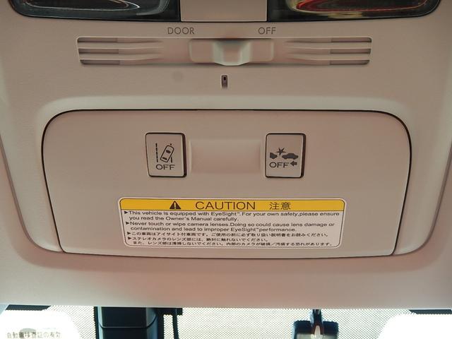 ルームミラー手前に車線逸脱警報とプリクラッシュブレーキ(衝突被害軽減ブレーキ)のOFFスイッチが付いています♪