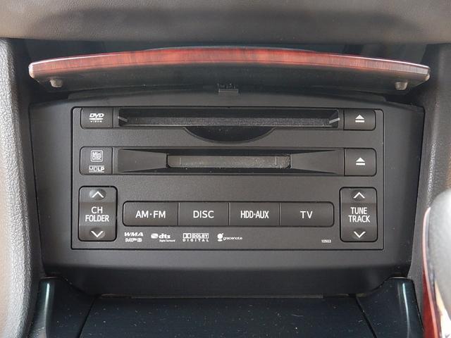 モニター下にディスク挿入部が付いています。