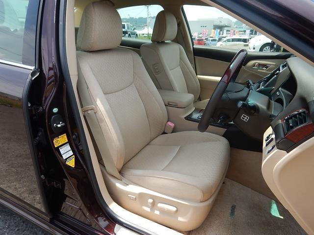 【運転席全景】厚みがありゆったり座れる運転席・助手席です♪座り心地の良いシートは長時間運転も疲れを感じにくいですよ♪運転席・助手席共に着座位置の細やかな設定ができるパワーシートです♪