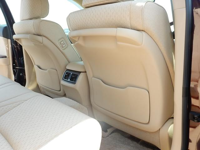 【運転席・助手席背面】運転席・助手席側共にアシストグリップとシートバックポケットが付いています♪