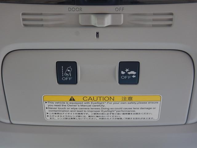 ルームミラー手前のパーソナルライト部分には車線逸脱警報とプリクラッシュブレーキ(衝突被害軽減ブレーキ)のOFFスイッチが付いています♪