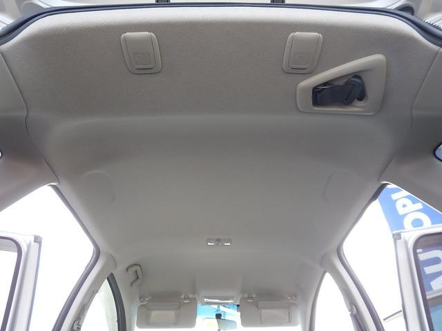 【天井部】天井も綺麗です♪サンバイザーには運転席・助手席側共にバニティミラーが付いています♪