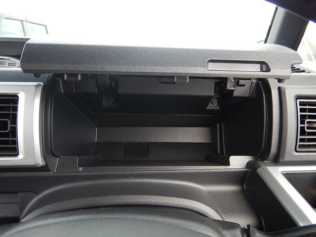 運転席側にはアッパーボックスも付いています♪