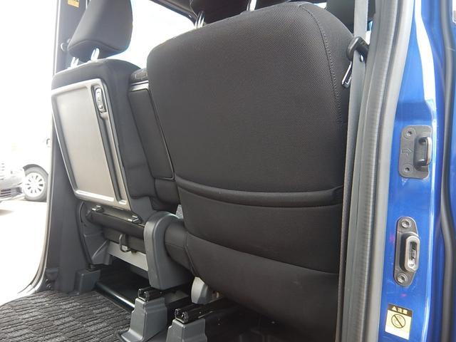 【運転席・助手席背面】運転席側にシートバックポケット、助手席側はシートバックテーブルになっています♪
