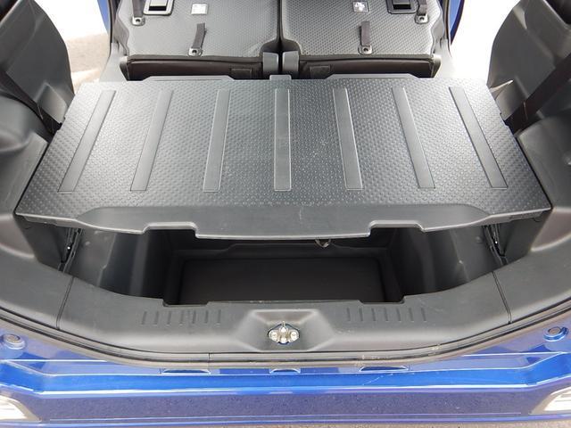 荷室の蓋のデッキボードに付いた脚を伸ばすとテーブルの様になります♪アンダーボックスの収納力を増やす事ができますよ♪