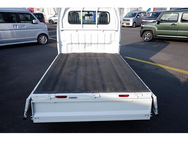 広々としたフラットな荷台は積みやすさも積載能力も余裕たっぷり♪